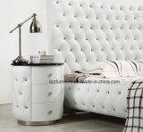 Base moderna britannica del cuoio dell'insieme di camera da letto con il blocco per grafici di legno