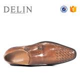 MOQ bajo un diseño especial de los hombres zapatos de cuero marrón