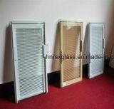 As cortinas de indicador Venetian com vidro de isolamento possuem o tipo