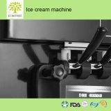 Servir la crème glacée molle commerciale de la machine