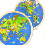 Enigma redondo do cartão do mapa de mundo