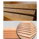 接着剤の家具アセンブリをスタックする木製のベニヤ