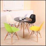 プラスチック椅子(SP-UC026)を食事する現代レプリカの側面Dsw Eames