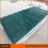 PVCは緑色のフォールドによって溶接された金網の囲に塗った