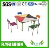 A tabela e a cadeira coloridas dos miúdos da mobília do berçário para o jardim de infância usaram-se (SF-39C)