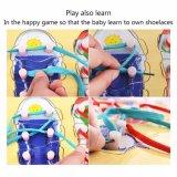 Les chaussures en bois laçant le panneau de cheville déconcerte des jouets d'enfants