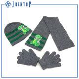 Grüner Knit-Hut-Handschuh und Schal-Set