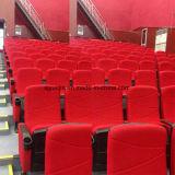 Asiento plegable de la silla azul del cine con el sostenedor de taza