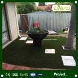 ペットのための快適な美化の庭の人工的な草