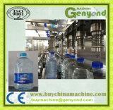El agua pura, que hace la máquina para la industria