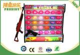 Balões atrativos que disparam na máquina do divertimento para adultos e miúdos