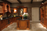 Gabinetes de cozinha clássicos da madeira contínua
