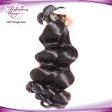 les cheveux humains non transformés de 7A Remy empaquettent le cheveu ondulé desserré péruvien de Vierge