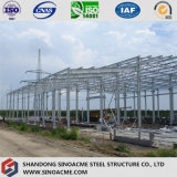 Edificio industrial de la estructura de acero con los suelos multi