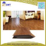Línea plástica de madera de la protuberancia del azulejo de suelo del tablón del vinilo de la hoja del PVC