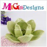 Los diseños de flores de cerámica verde Candleholder mayorista