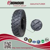 鉱山はOTRのタイヤの掘削機のタイヤにタイヤをつける