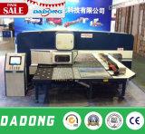 O diodo emissor de luz do CNC exprime a máquina do perfurador de furo