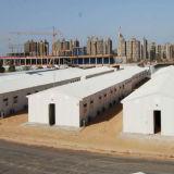 Costruzione della struttura d'acciaio per il garage prefabbricato