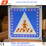 LEDの太陽エネルギーの交通信号の印、交通安全の危険信号