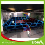 Sosta dell'interno del trampolino dei capretti popolari approvati di Liben del CE con il pozzo della gomma piuma