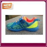 Le poids léger des enfants en gros d'usine chausse les chaussures du sport du gosse pour des garçons et des filles