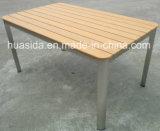 Conjunto de mesa de jantar de restaurante com móveis de madeira de aço inoxidável ao ar livre