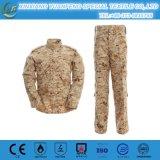 Il militare del camuffamento del pitone di Montain ansima le uniformi per l'esercito