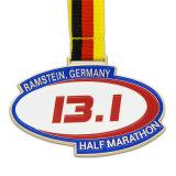 締縄のベクトル勇気の勝者の勝者が付いているエナメルのマラソンの円形浮彫り