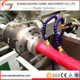 El fuego de la línea de producción de tubos de plástico