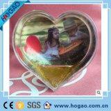 Il cuore di plastica di tema di amore del blocco per grafici della foto del globo della neve ha modellato il globo di plastica della neve con l'inserto della foto