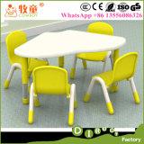 6개의 의자, 판매를 위한 나무로 되는 테이블 의자를 가진 1개의 테이블이 다채로운 HDF 목제 물자에 의하여 농담을 한다