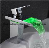 LED à poignée unique bassin de la salle de bains en laiton appuyez sur