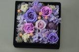 El corazón diseñó el regalo creativo de las flores de Rose con los regalos de la tarjeta del día de San Valentín del rectángulo de regalo del estaño