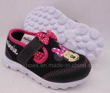 De Tennisschoenen van Minnie (de SCHOENEN van SPORTEN)