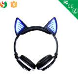 귀 LED 빛을내는 Bluetooth 헤드폰에 만화