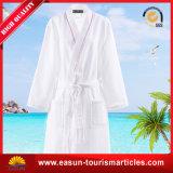 白く明白な綿の着物のホテルの珊瑚の羊毛の浴衣