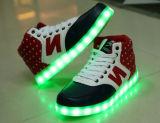 USB die de Kleurrijke LEIDENE Tennisschoenen van Lichten Toevallige Vlakke Schoenen (JP-003) laden
