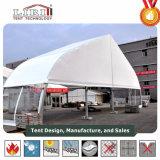Spezielles konzipiertes Kurven-Zelt verwendet für im FreienHochzeitsfest-Ereignisse