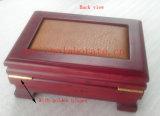Caja de madera del perfume con la cerradura