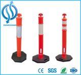 Roter und orange warnender Pfosten und Schiffspoller