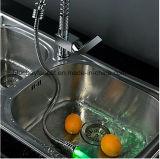 熱く、冷水LEDのばねは台所の流しのコックを引き出す