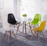 Haltbarer Hauptmöbel-weißer Plastikgesetzter Speisetisch mit den Metallbeinen