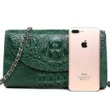 金属の鎖が付いているハイエンドハンドメイドの緑の本物のワニの皮の革クラッチ・バッグ