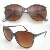 Óculos de sol de mulher clássica de design de moda