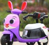 Passeio do bebê na motocicleta para a motocicleta elétrica dos miúdos
