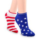 Kundenspezifische Form-Baumwollfrauenmens-Socken