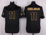 ニューイングランドスティーブンGostkowskiはBledsoeジュリアンのEdelmanのフットボールのジャージを引いた