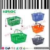 Cestino di acquisto di plastica del supermercato variopinto