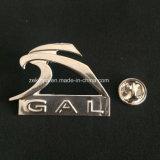 Los pins de metal plateado personalizados